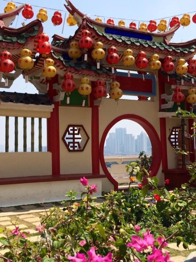 George Town depuis temple bouddhiste Kek Lok Si, Malaisie | hintmytrip.com Blog tour du monde sac-a-dos