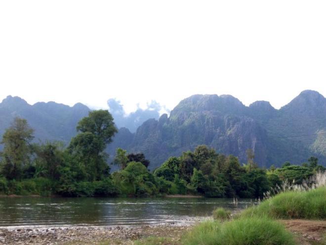 montagnes et paysages de Vang Vieng, Laos   hintmytrip.com - Blog voyage tour du monde sac-a-dos
