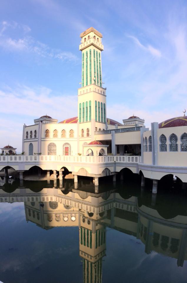 mosquée flottante, George Town, Malaisie | hintmytrip.com Blog tour du monde sac-a-dos