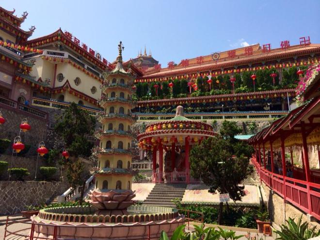 plus grand temple bouddhiste d'Asie, George Town, Penang Island, Malaisie | hintmytrip.com Blog tour du monde sac-a-dos
