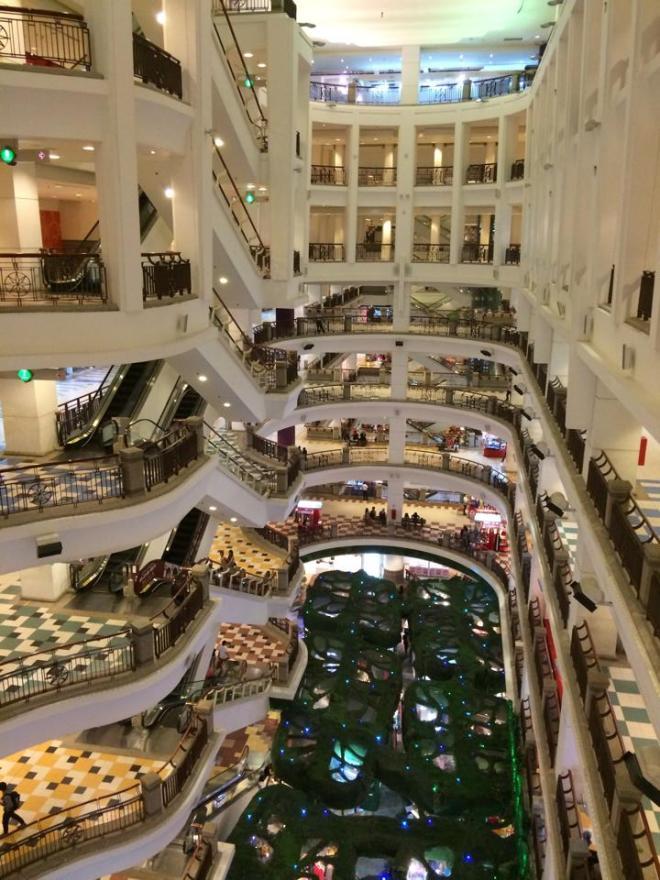 centre commercial a Kuala Lumpur, Malaisie | hintmytrip.com Blog tour du monde sac-a-dos