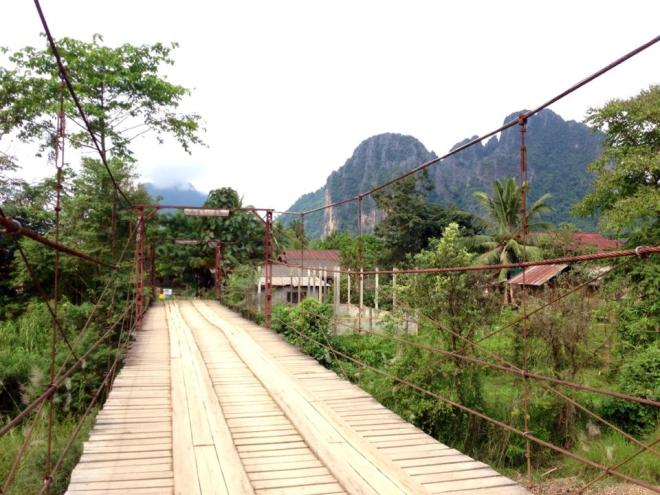 Pont suspendu campagne Vang Vieng, Laos   hintmytrip.com - Blog voyage tour du monde sac-a-dos